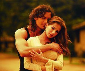 Когда мужчина обнимает женщину
