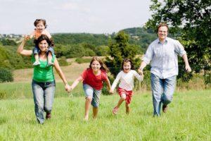 Взрослым необходимо вспомнить детство, чтобы быть счастливыми
