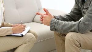 Почему и как мужчины приходят в психотерапию